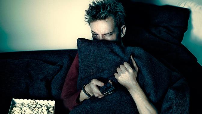 Названы самые вредные привычки перед сном