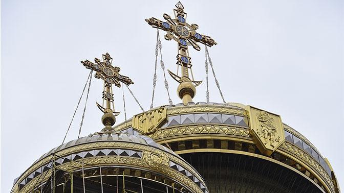 Настоятель освятил купол Главного храма ВС РФ
