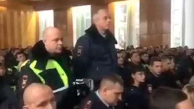 В Туапсе во время мероприятия в актовом зале задержали сотрудников ГИБДД