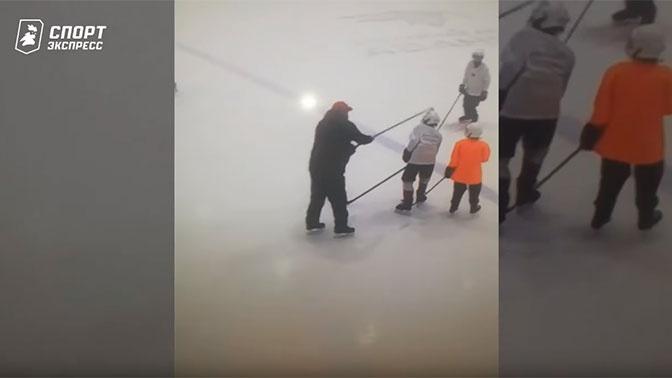 «Авангард» уволил тренера, бившего детей клюшкой по голове на тренировках