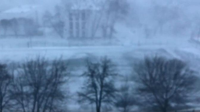 Метель и снегопад обрушились на Москву: видео