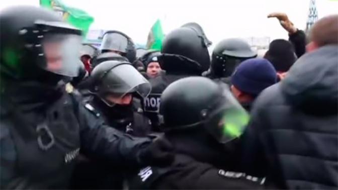 Украинские националисты сорвали митинг в защиту русских школ в Харькове