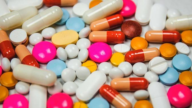 Путин распорядился до марта утвердить порядок ввоза незарегистрированных лекарств