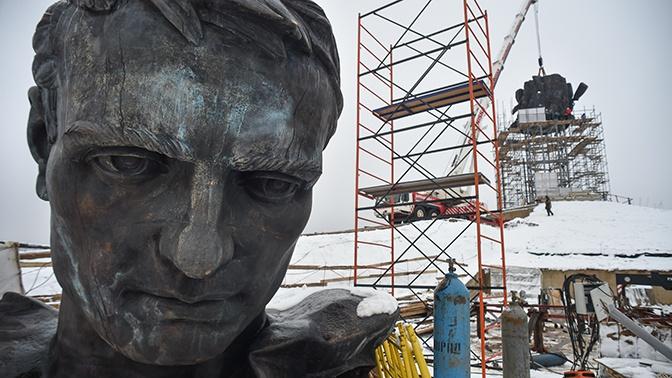 Высотой с девятиэтажный дом: подо Ржевом началась установка памятника Советскому солдату
