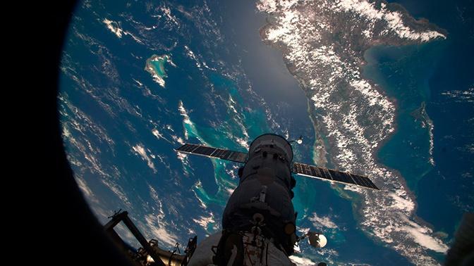 СМИ назвали дату первого полета Crew Dragon к МКС