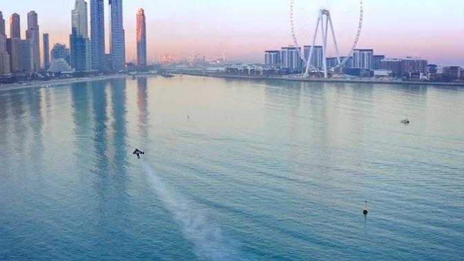«Железный человек» над Дубаем: экстремал устроил шоу на реактивном крыле