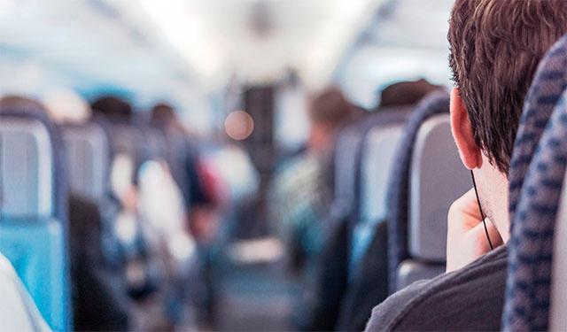 Россиян в общественном транспорте могут обязать пользоваться наушниками