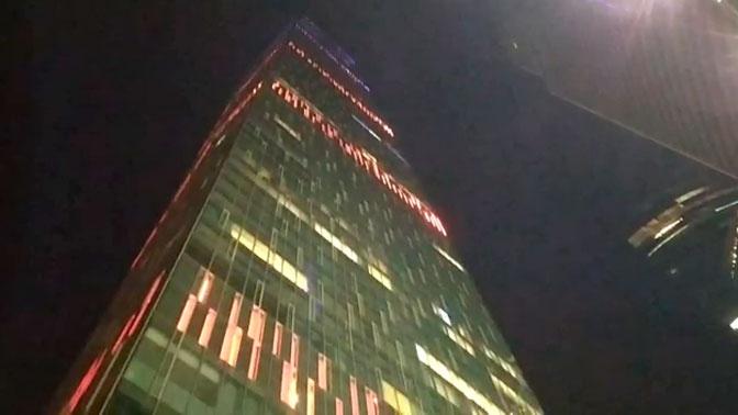 В Москва-сити обрушилось стекло жилой башни