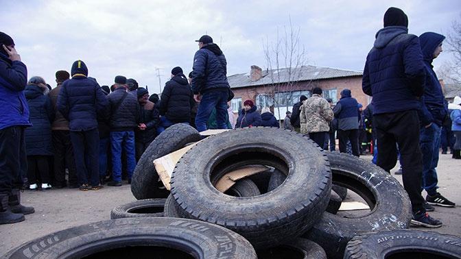 «Подстрекали к дикарству»: Зеленский пообещал наказать за беспорядки в Новых Санжарах