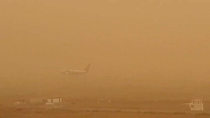 Буря из рыжего песка «поглотила» Канарские острова: видео
