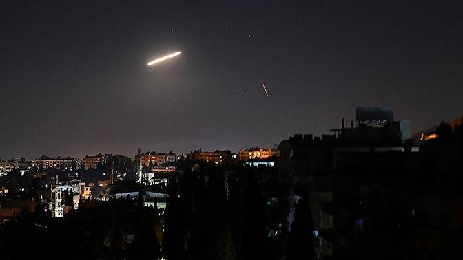СМИ: сирийские ПВО отражают атаки в небе над Дамаском
