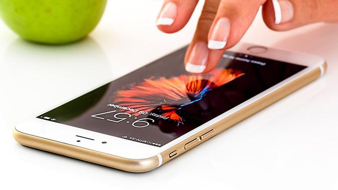 Специалисты назвали способы избежать слежки через смартфон