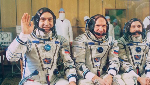 «Летели в никуда»: как врач-космонавт Поляков предотвратил катастрофу на станции «Мир» и спас экипаж