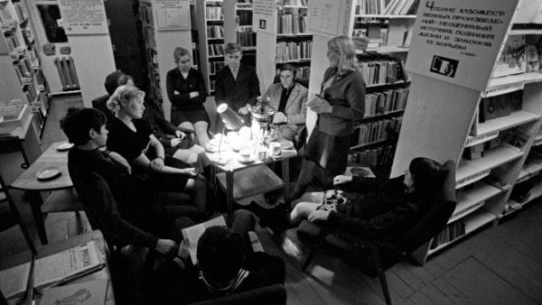 Одна ночь на прочтение: как в СССР добывали запрещенную литературу