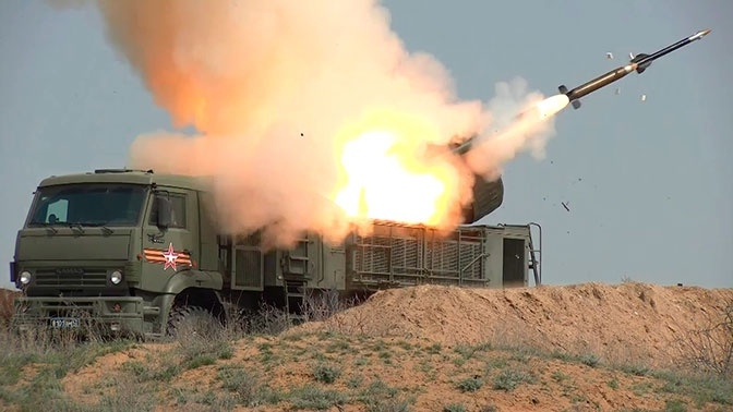 Под защитой «Панциря»: кадры отражения «авианалета» ракетчиками ЗВО под Астраханью