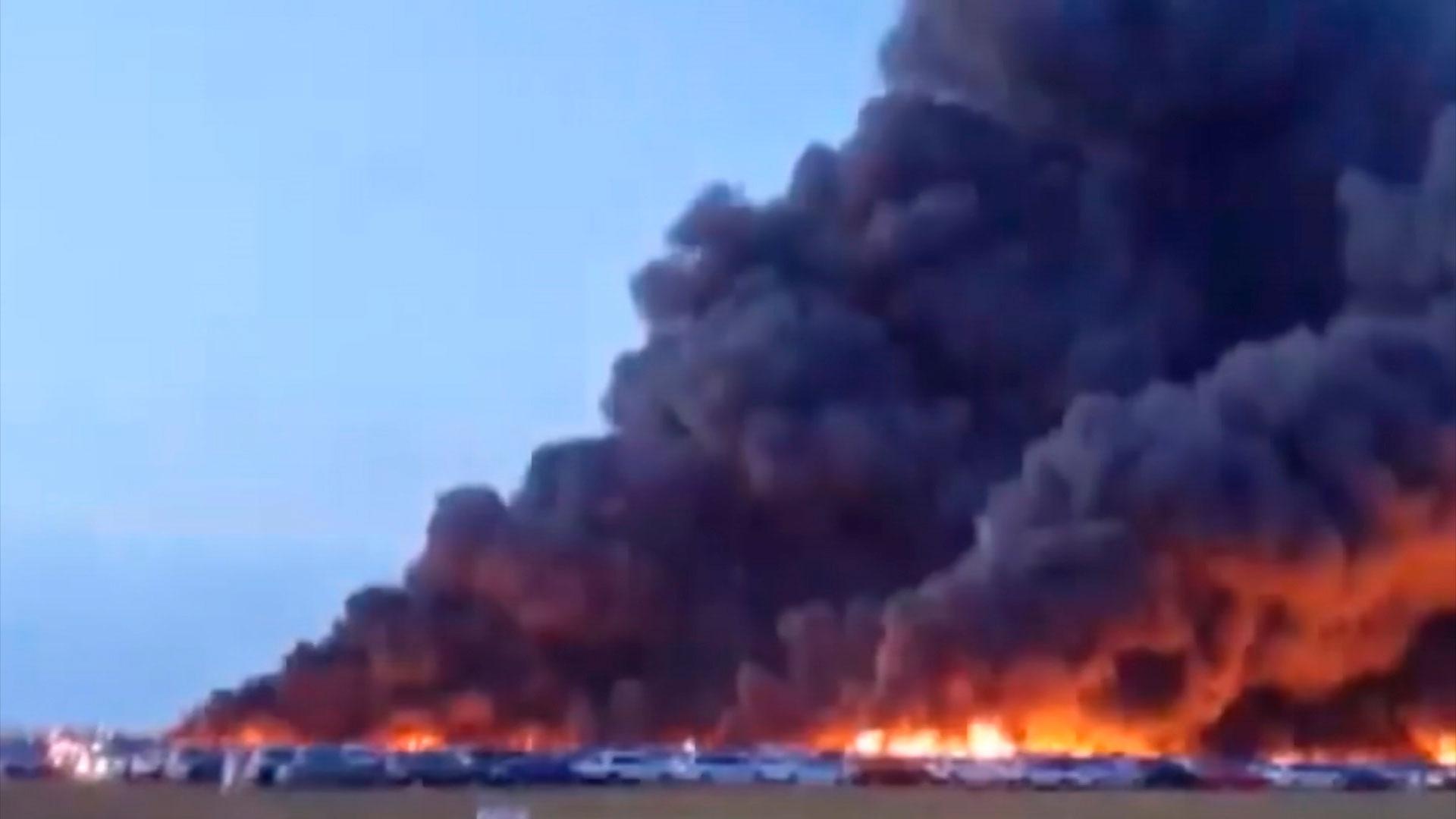 Огненный принцип домино: во Флориде пожар уничтожил более трех с половиной тысяч автомобилей