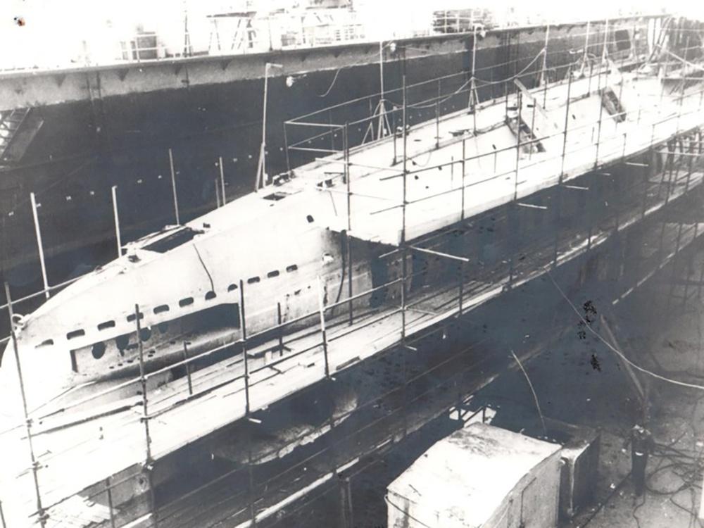 Подводная лодка Д-2 в доке Балтийского завода. 1988 г
