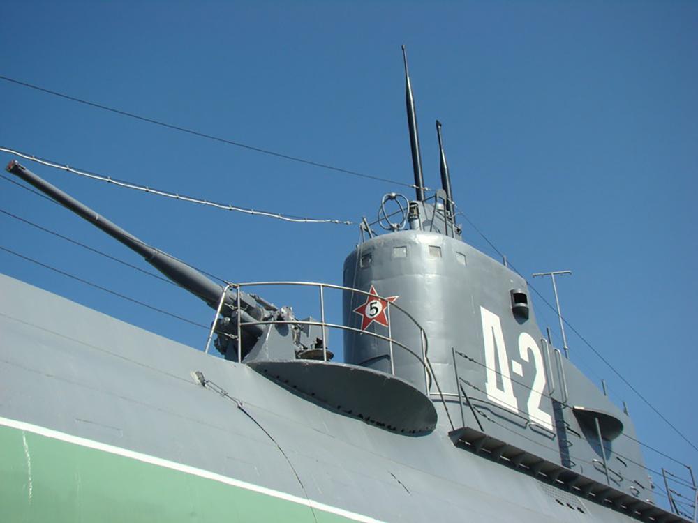 Ограждение боевой рубки Д-2, на котором указано количество транспортов противника, уничтоженных в годы войны