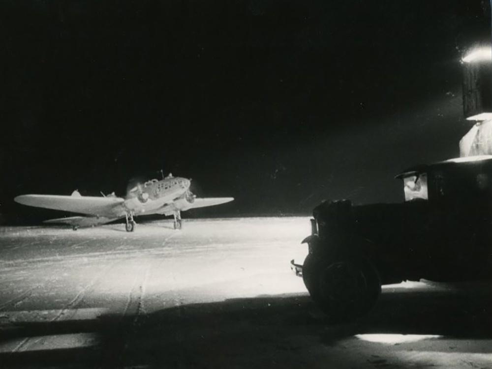 Северо-Западный фронт. Ночной бомбардиовщик на старте