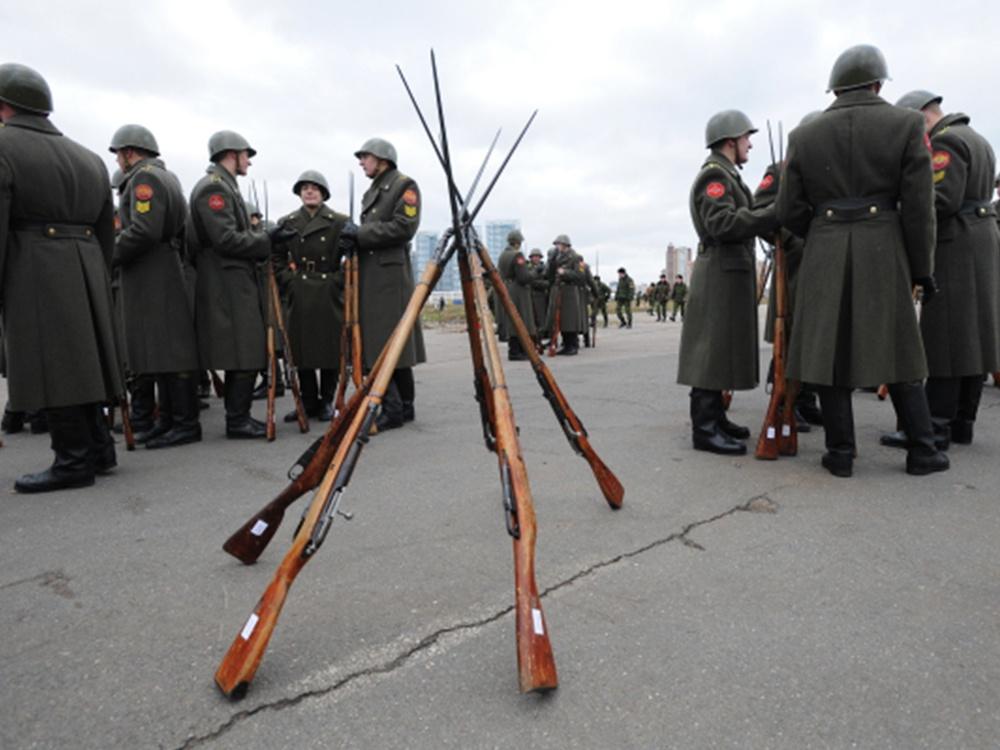 На Ходынском поле во время репетиции торжественного парада, посвященного 68-й годовщине исторического парада на Красной площади 7 ноября 1941 года.