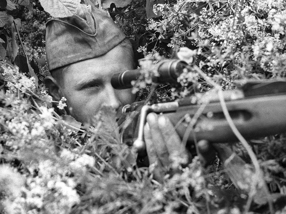 Советский снайпер во время ВОВ