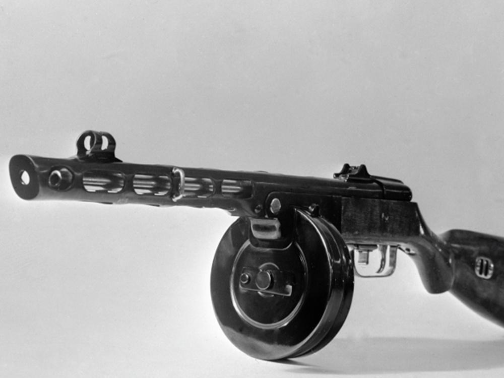 Пистолет-пулемёт (ППШ) образца 1941 года конструкции Георгия Семёновича Шпагина из фондов Центрального музея Вооружённых сил СССР.