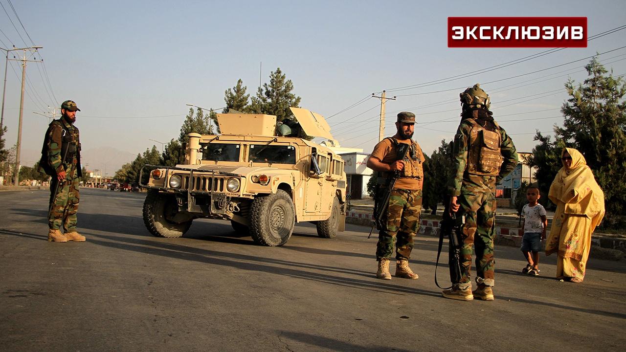 «Применяют оружие друг против друга»: военный эксперт о разобщенности группировок «Талибана»*