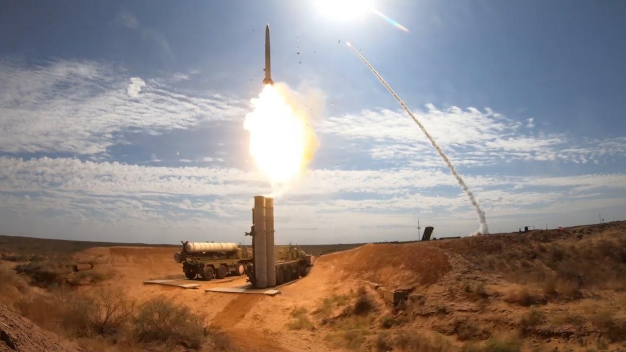 Пламя пусков ракет С-400 озарило астраханский полигон во время учений «Запад-2021»