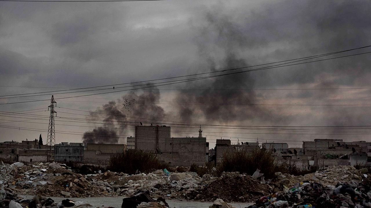 Сирийский военнослужащий получил ранение во время обстрела в Алеппо