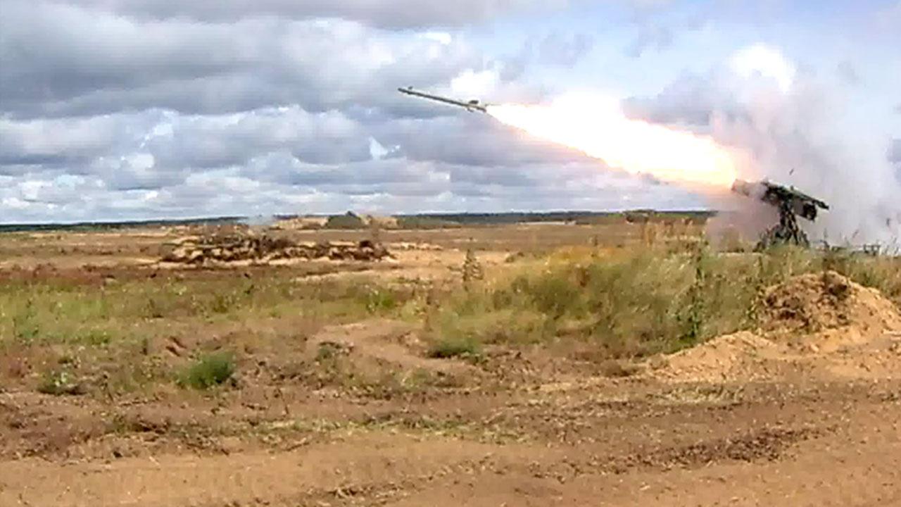 Иностранные военные атташе понаблюдали за учениями РФ и Белоруссии на полигоне Обуз-Лесновский