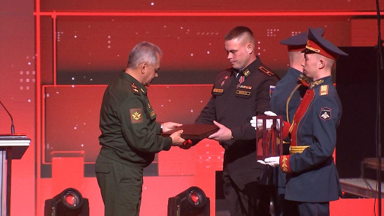 Шойгу вручил награды победителям фестиваля «Армия России - 2021»