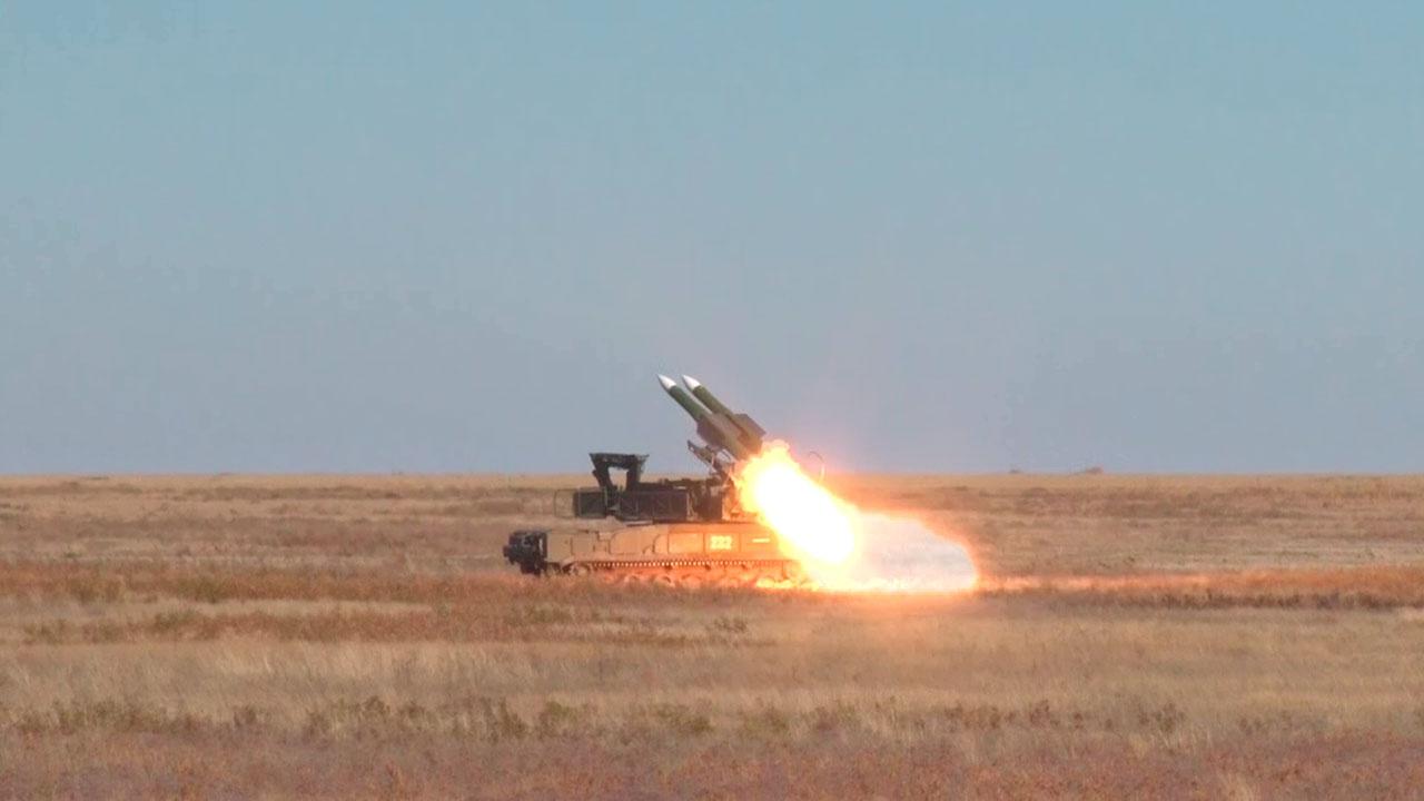 Расчеты ЗРК «Бук-М3» отразили «налет авиации противника» под Астраханью