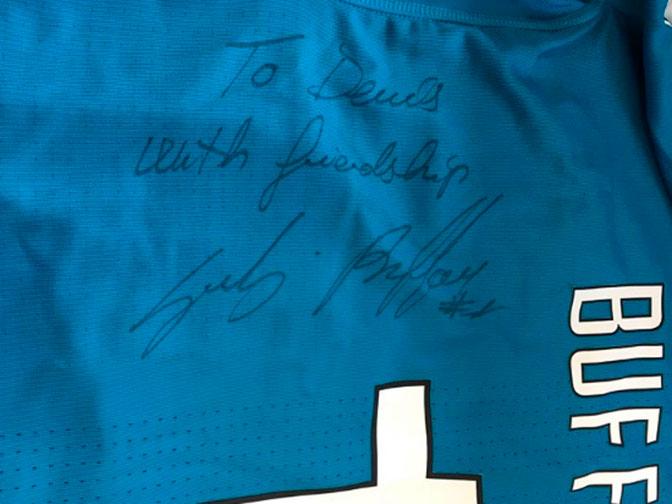 Вратарь «Ювентуса» Буффон подарил Глушакову футболку сосвоим автографом